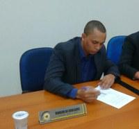 Presidente da Câmara, Ronaldo Tróia, pede urgência na triagem para transporte gratuito de estudantes.